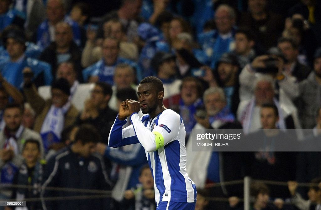 Porto's Colombian forward Jackson Martinez celebrates a goal during the UEFA Champions League quarter final football match FC Porto vs FC Bayern Munich at the at the Dragao stadium in Porto on April 15, 2015. AFP PHOTO / MIGUEL RIOPA