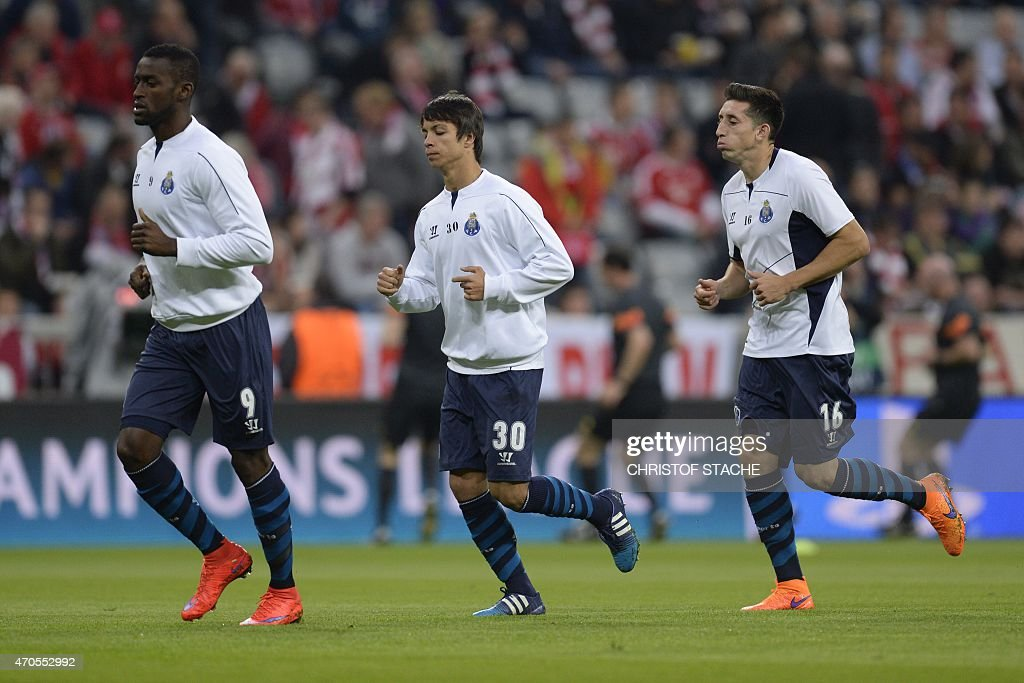 Porto's Colombian forward Jackson Martinez, Porto's Spanish midfielder Oliver Torres and Porto's Mexican midfielder Hector Herrera warm up prior to the UEFA Champions League second-leg quarter-final football match Bayern Munich v FC Porto in Munich, southern Germany on April 21, 2015.