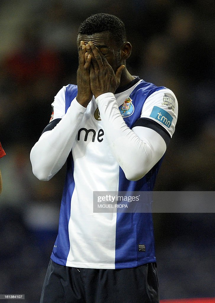 Porto's Colombian forward Jackson Martinez reacts after missing agoal opportunity on a penalty kick during the Portuguese first league football match FC Porto vs Olhanense at the Dragao Stadium in Porto, on February 10, 2013. The match ended in a draw 1-1. AFP PHOTO/ MIGUEL RIOPA