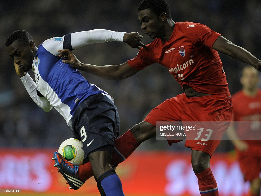 Porto's Colombian forward Jackson Martinez (L) vies with Gil Vicente's Brazilian defender Halisson (R) during the Portuguese league football match FC Porto vs Gil Vicente at the Dragao Stadium in Porto on January 28, 2013.