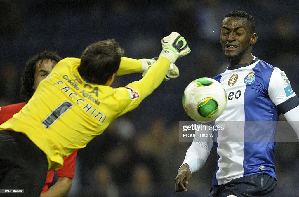 Porto's Colombian forward Jackson Martinez (R) vies with Gil Vicente's Brazilian goalkeeper Adriano Facchini during the Portuguese league football match FC Porto vs Gil Vicente at the Dragao Stadium in Porto on January 28, 2013. Porto won the match 5-0.