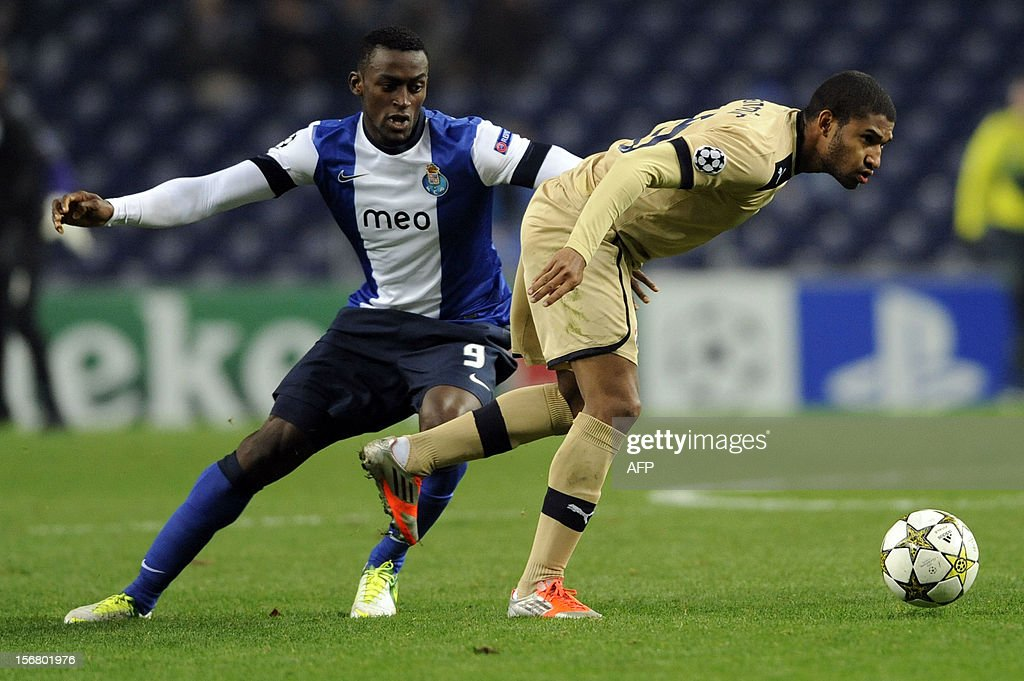 FC Porto's Colombian forward Jackson Martinez (L) vies with GNK Dinamo Zagreb's Croatian midfielder Sammir during the UEFA Champions League group A football match FC Porto against GNK Dinamo Zagreb on November 21, 2012, at Dragao Stadium in Porto. AFP PHOTO / FERNANDO VELUDO