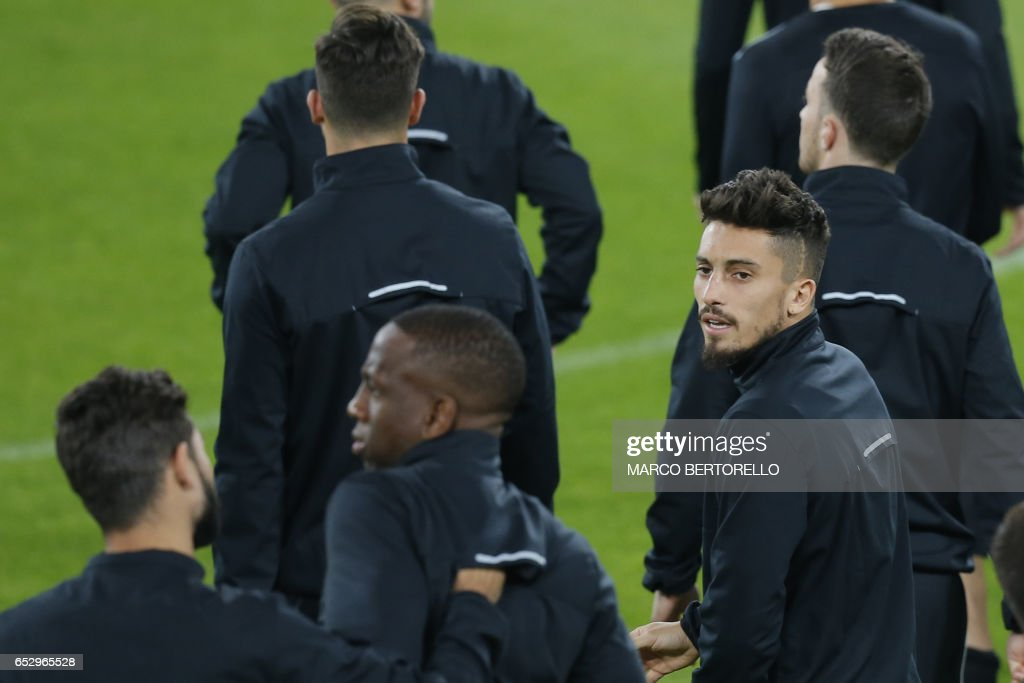 Porto's defender Alex Telles from Brazil (R) takes part in a training session on the eve of the UEFA Champions League football match Juventus Vs FC Porto on March 13, 2017 at the 'Juventus Stadium' in Turin. / AFP PHOTO / Marco BERTORELLO