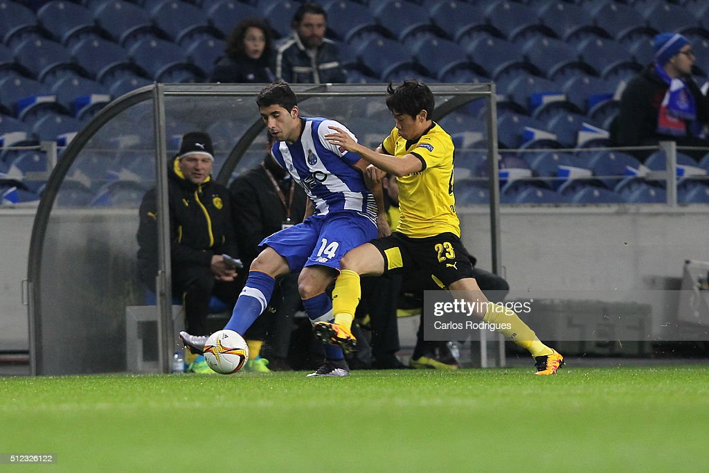 Porto's defender Jose Angel (L) vies with Dortmund's midfielder Shinji Kagawa (R) during the Champions League match between FC Porto and Borussia Dortmund for UEFA Europa League Round of 32: Second Leg at Estadio do Dragao on February, 2016 in Porto, Portugal.
