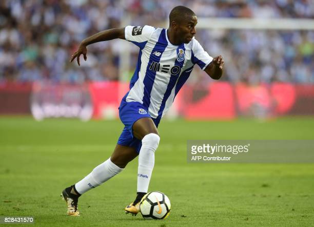 Porto's defender Ricardo Pereira runs with the ball during the Portuguese league football match FC Porto vs Estoril Praia at Dragao stadium in Porto...