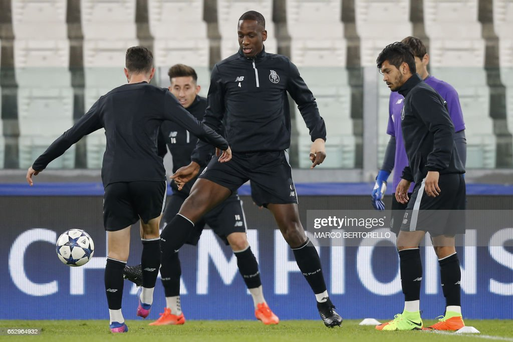 Porto's defender Willy Boly from France (C) takes part in a training session with teammates on the eve of the UEFA Champions League football match Juventus Vs FC Porto on March 13, 2017 at the 'Juventus Stadium' in Turin. / AFP PHOTO / Marco BERTORELLO