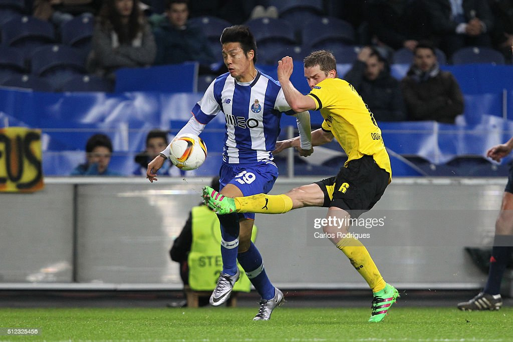 Porto's forward Hyun-Jun Suk (B) vies with Dortmund's midfielder Sven Bender (F) during the Champions League match between FC Porto and Borussia Dortmund for UEFA Europa League Round of 32: Second Leg at Estadio do Dragao on February, 2016 in Porto, Portugal.
