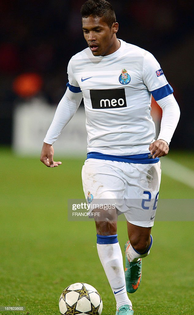 Porto's French defender Eliaquim Mangala controls the ball during the UEFA Champions League Group A football match Paris Saint-Germain vs Porto on December 4, 2012 at the Parc des Princes stadium in Paris. Paris won 2-1.