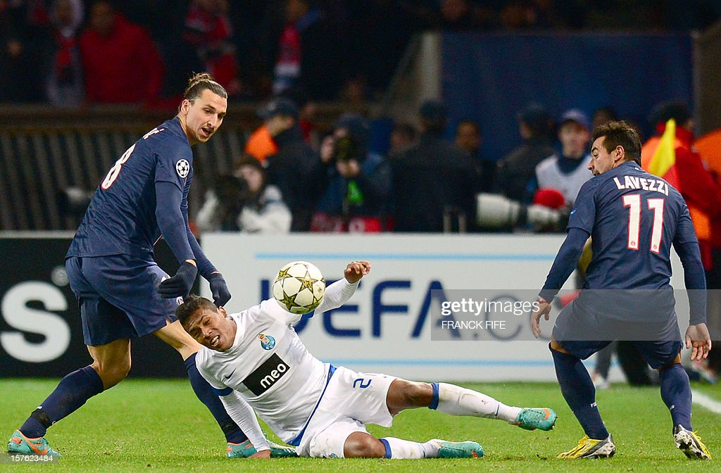 Porto's French defender Eliaquim Mangala (C) falls next to Paris Saint-Germain's Swedish forward Zlatan Ibrahimovic (L) and Paris Saint-Germain's Argentinian forward Ezequiel Lavezzi during the UEFA Champions League Group A football match Paris Saint-Germain vs Porto on December 4, 2012 at the Parc des Princes stadium in Paris. Paris won 2-1. AFP PHOTO FRANCK FIFE