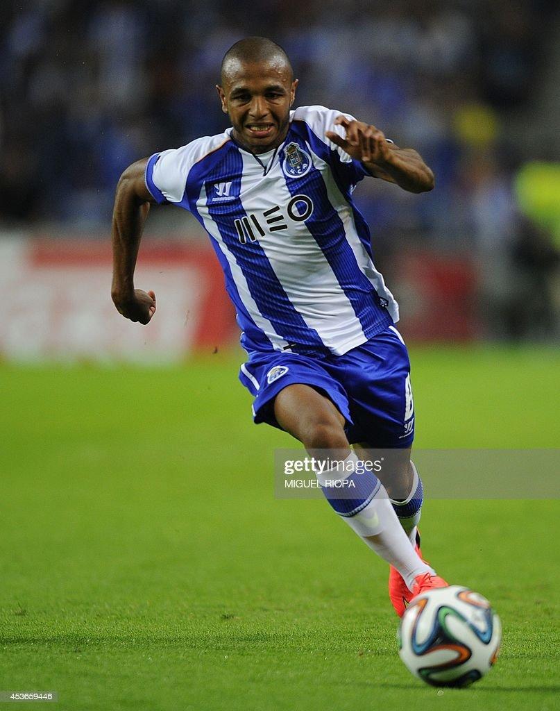 Porto s French born Algerian midfielder Yacine Brahimi controls