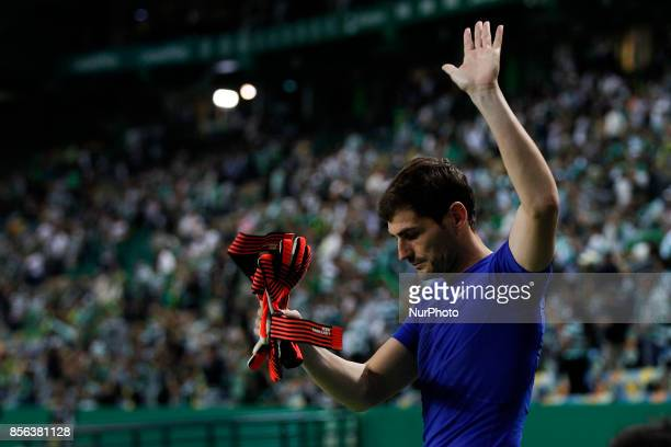 Porto's goalkeeper Iker Casillas salutes the fans at the end of the Primeira Liga 2017/18 match between Sporting CP vs FC Porto in Lisbon on October...