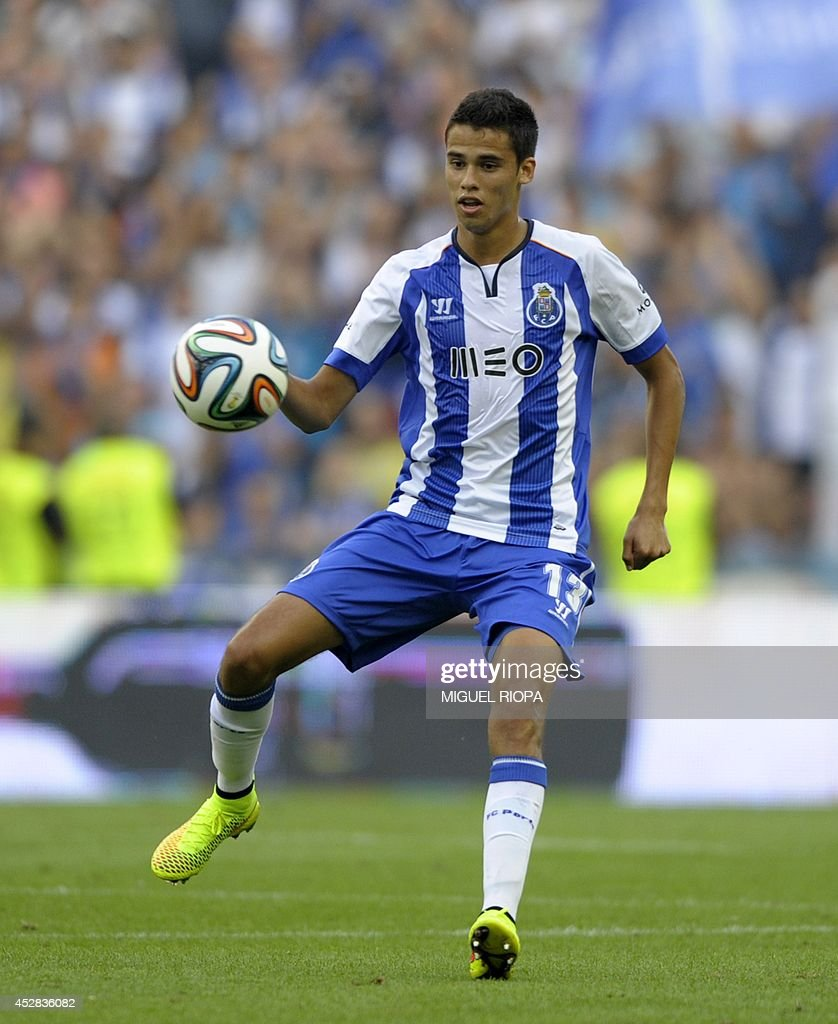 Porto's Mexican defender Diego Reyes controls the ball during the friendly football match FC Porto vs AS Saint Etienne at the Dragao stadium in Porto...