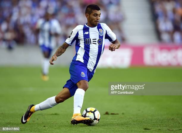 Porto's Mexican forward Jesus Corona controls the ball during the Portuguese league football match FC Porto vs Estoril Praia at Dragao stadium in...