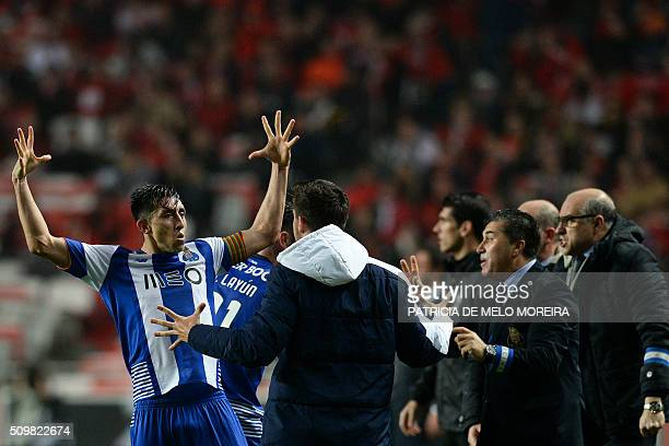 Porto's Mexican midfielder Hector Herrera celebrates a goal during the Portuguese league football match SL Benfica vs FC Porto at the Luz stadium in...