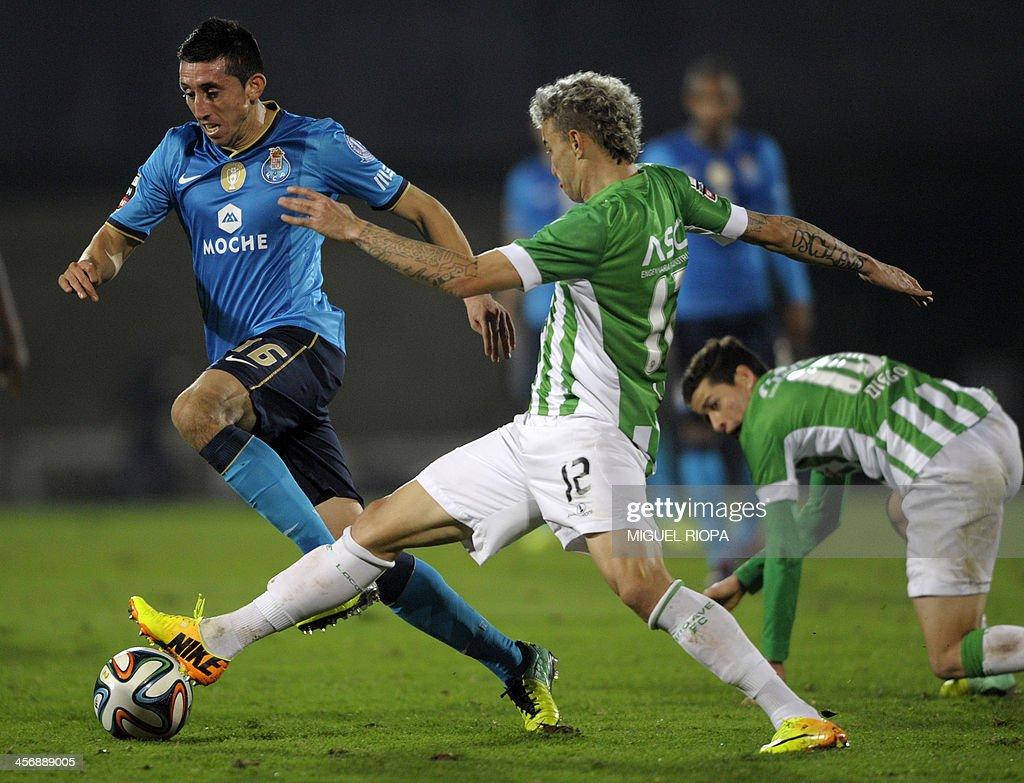 Porto s Mexican midfielder Hector Herrera L vies with Rio Ave s