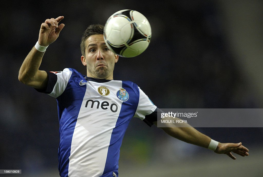 Porto's midfielder Joao Moutinho tries to control the ball during the Portuguese league football match FC Porto vs Moreirense at the Dragao Stadium in Porto on December 8, 2012. Porto won 1-0. AFP PHOTO/ MIGUEL RIOPA