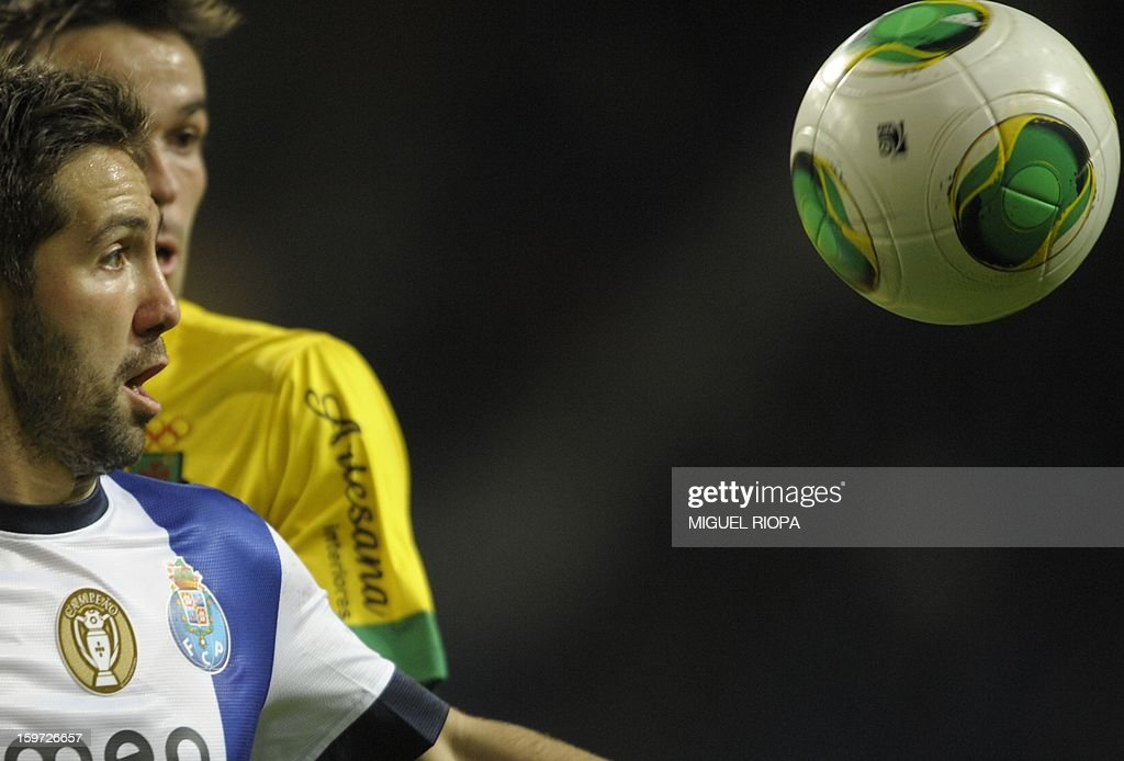 Porto's midfielder Joao Moutinho (L) vies with Pacos Ferreira's midfielder Andre Leao during the Portuguese league football match FC Porto vs Pacos Ferreira at the Dragao stadium in Porto on January 19, 2013. AFP PHOTO/ MIGUEL RIOPA