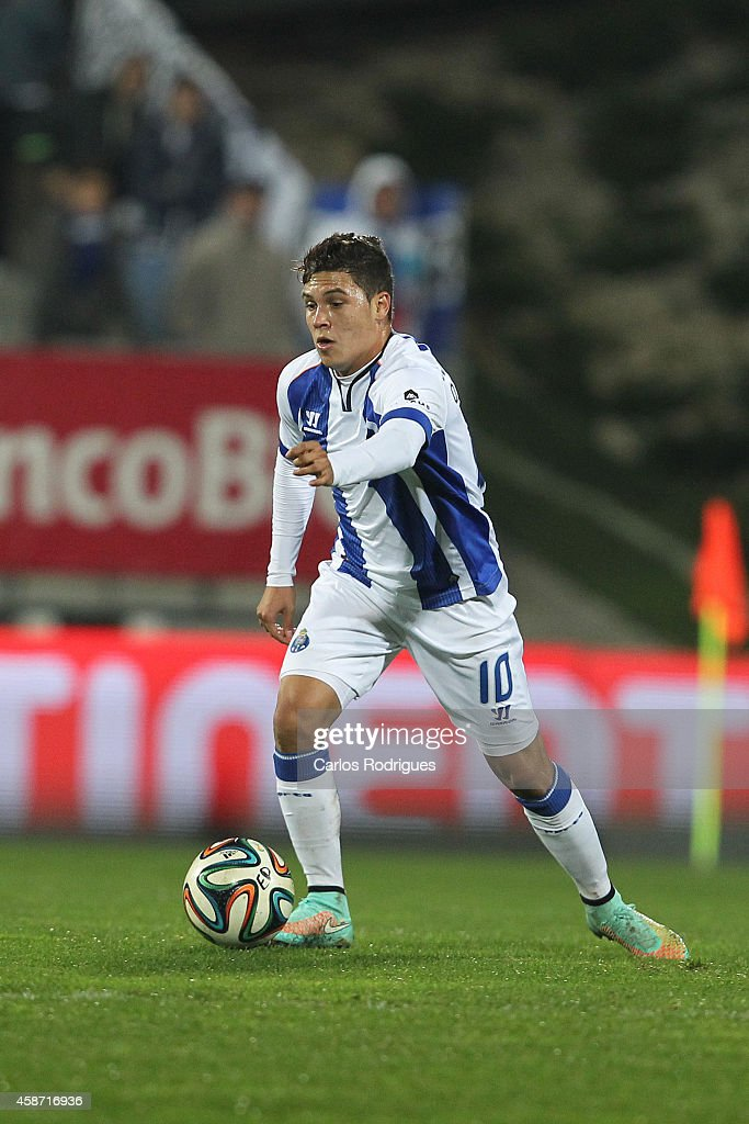 Porto's midfielder Juan Quintero during the Portuguese First League match between GD Estoril Praia and FC Porto at Estadio Antonio Coimbra da Mota on November 9, 2014 in Estoril, Portugal.