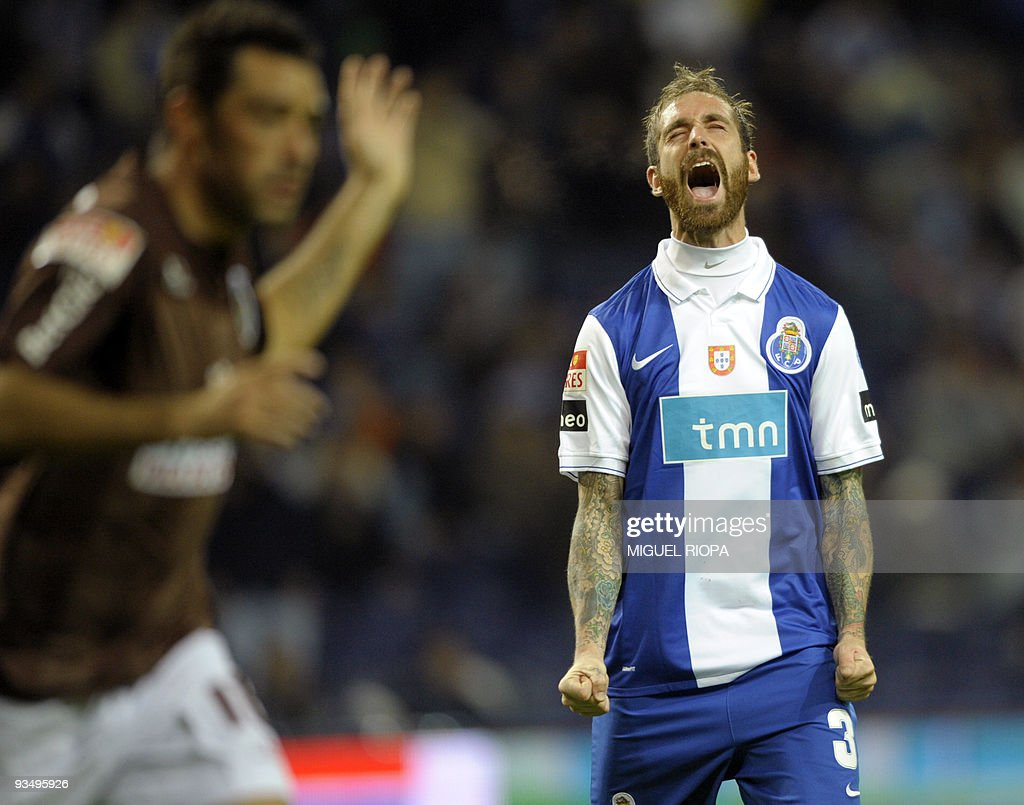 portos-midfielder-raul-meireles-reacts-after-loosing-a-chance-to-picture-id93495926