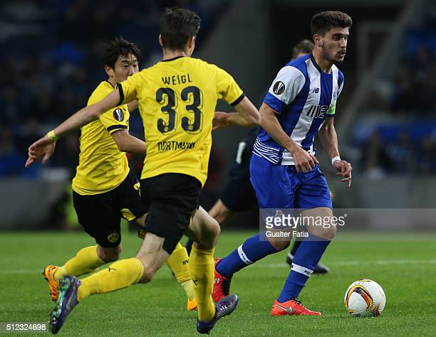 Porto's midfielder Ruben Neves in action during the UEFA Europa League Round of 32 Second Leg match between FC Porto and Borussia Dortmund at Estadio...