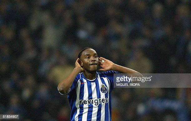 Porto's southafrican forward Benny McCarthy celebrates after his goal against Chelsea during the European Champions League group H football match at...
