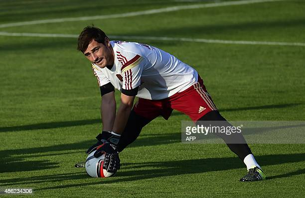 FC Porto's Spanish goalkeeper Iker Casillas trains with the Spanish national football team in Las Rozas' Soccer City on September 2 2015 AFP PHOTO/...
