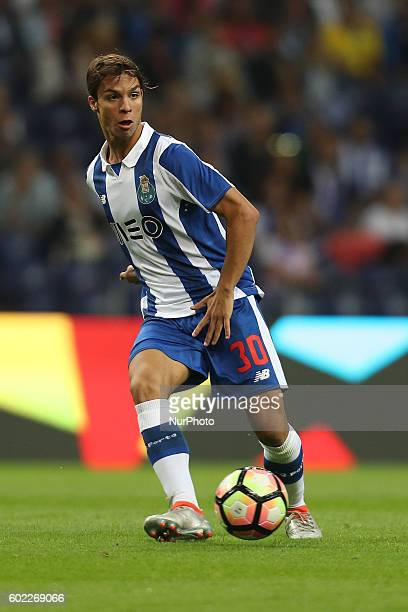 Porto's Spanish midfielder Oliver Torres in action during the Premier League 2016/17 match between FC Porto and Vitoria SC at Dragao Stadium in Porto...
