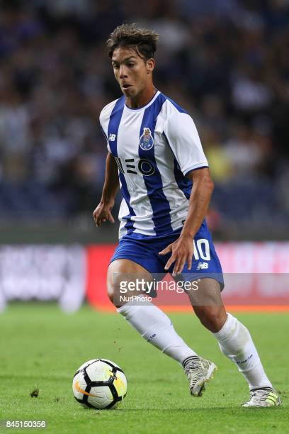 Porto's Spanish midfielder Oliver Torres in action during the Premier League 2017/18 match between FC Porto and GD Chaves at Dragao Stadium in Porto...