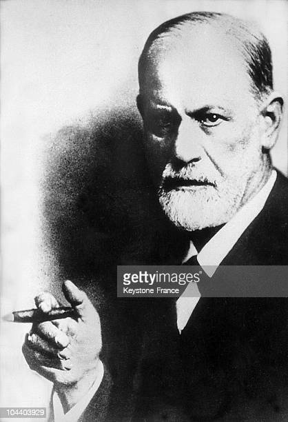 Portrait at the beginning of the 20th century of the Austrian professor Sigmund FREUD He was the founder of psychoanalysis and spent his life...