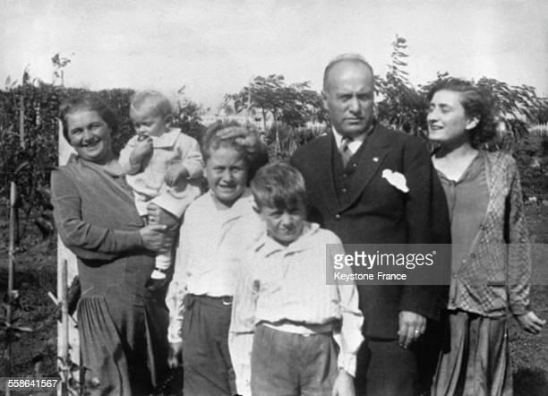 Portrait de Benito Mussolini en famille en 1928 en Italie