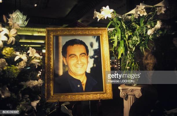Portrait de Dodi AlFayed exposé dans la vitrine du magasin Harrod's quelques semaines après son décès le 30 septembre 1997 à Londres RoyaumeUni