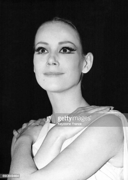 Portrait de l'actrice Claudine Auger le 22 avril 1964