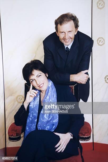Portrait de Ruth Elkrief et Etienne Mougeotte à l'occasion des 100 ans du Fouquet's le 8 novembre 1999 à Paris France