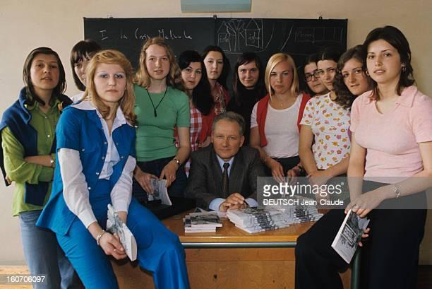 The Novel Of The School Girls Of Puy Le Puy avril 1974 portrait des douze lycéennes du lycée SimoneWeil qui occupent leurs deux heures de français...
