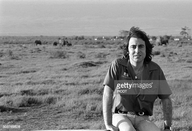 Portrait du chanteur Michel Delpech en voyage au Kenya en avril 1975
