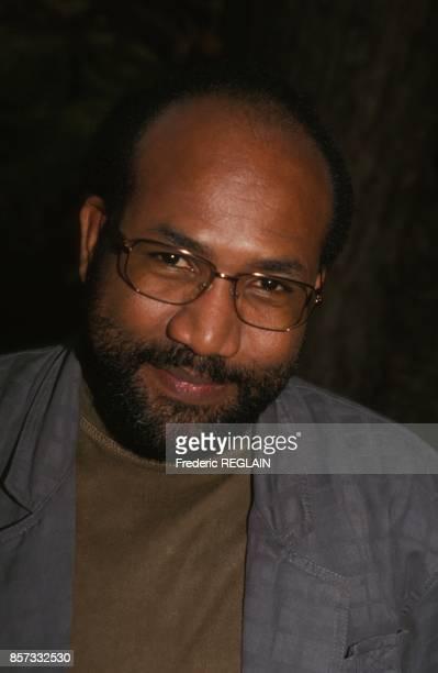 Portrait du romancier Patrick Chamoiseau qui vient d'obtenir le prix Goncourt pour son livre Texaco le 9 novembre 1992 a Paris France