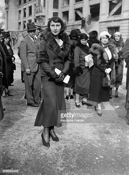 Portrait d'une femme avec une belle tenue au prix du président de la république le 4 avril 1931 à Auteuil France
