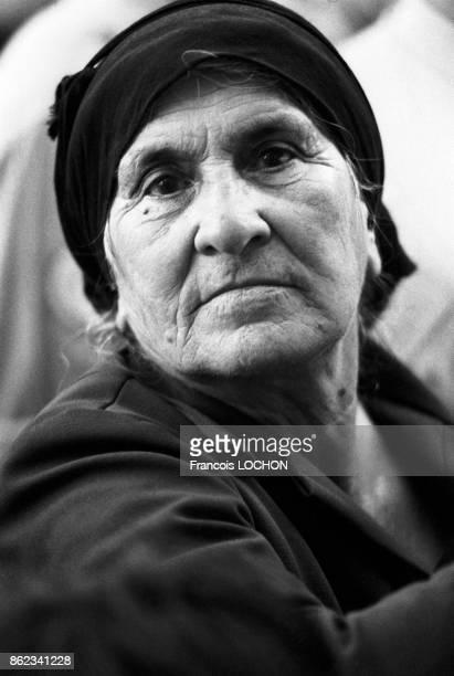 Portrait d'une vieille femme lors des obsèques de Mgr Makarios l'archevêque de Chypre et président de république Nicosie le 8 aout 1977 Chypre
