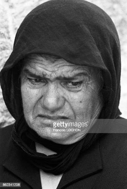 Portrait d'une vieille femme triste lors des obsèques de Mgr Makarios l'archevêque de Chypre et président de république Nicosie le 8 aout 1977 Chypre