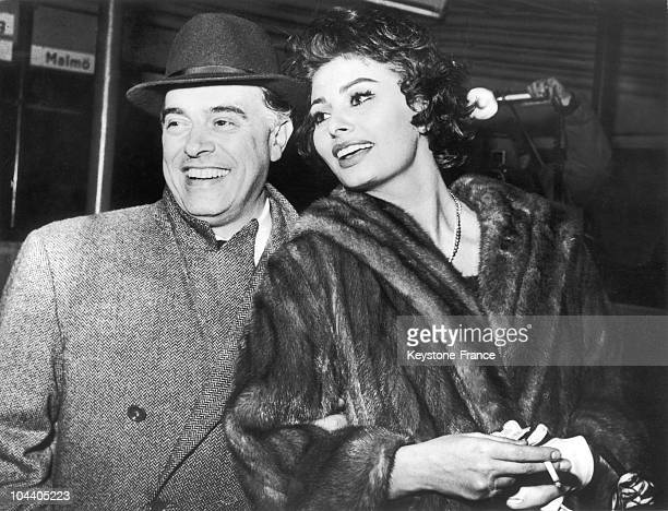 Portrait January 21 1958 of the producer Carlo PONTI and his wife Sophia LOREN who have been married a few months This marriage was condemned by the...