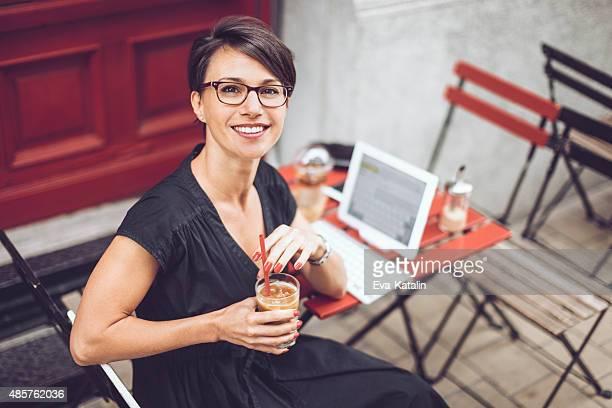 Ritratto di una bella donna in carriera