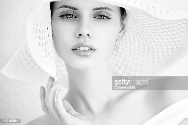 Retrato de uma bela mulher.  B & W