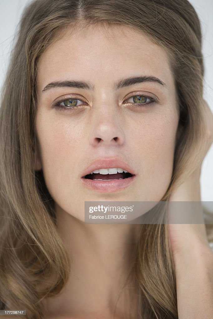 Portrait of a beautiful woman posing : Stock Photo