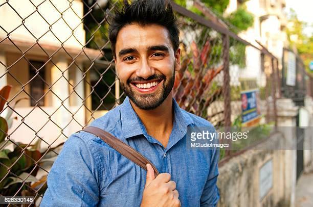 beautifull Retrato de um sorridente homem.