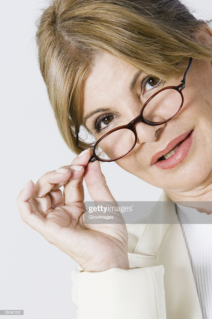 Portrait of a businesswoman adjusting her eyeglasses : Foto de stock