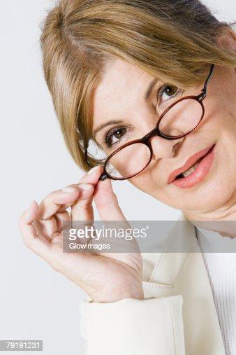 Portrait of a businesswoman adjusting her eyeglasses : Foto de stock