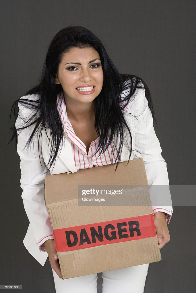 Portrait of a businesswoman carrying a cardboard box : Foto de stock