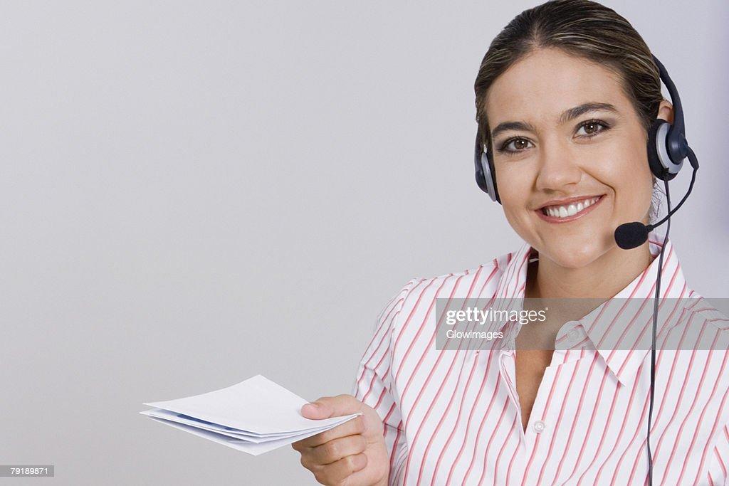 Portrait of a businesswoman holding documents : Foto de stock
