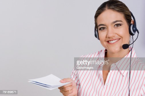 Portrait of a businesswoman holding documents : Foto de stock