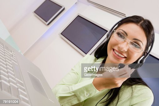Portrait of a customer service representative talking on a headset : Foto de stock